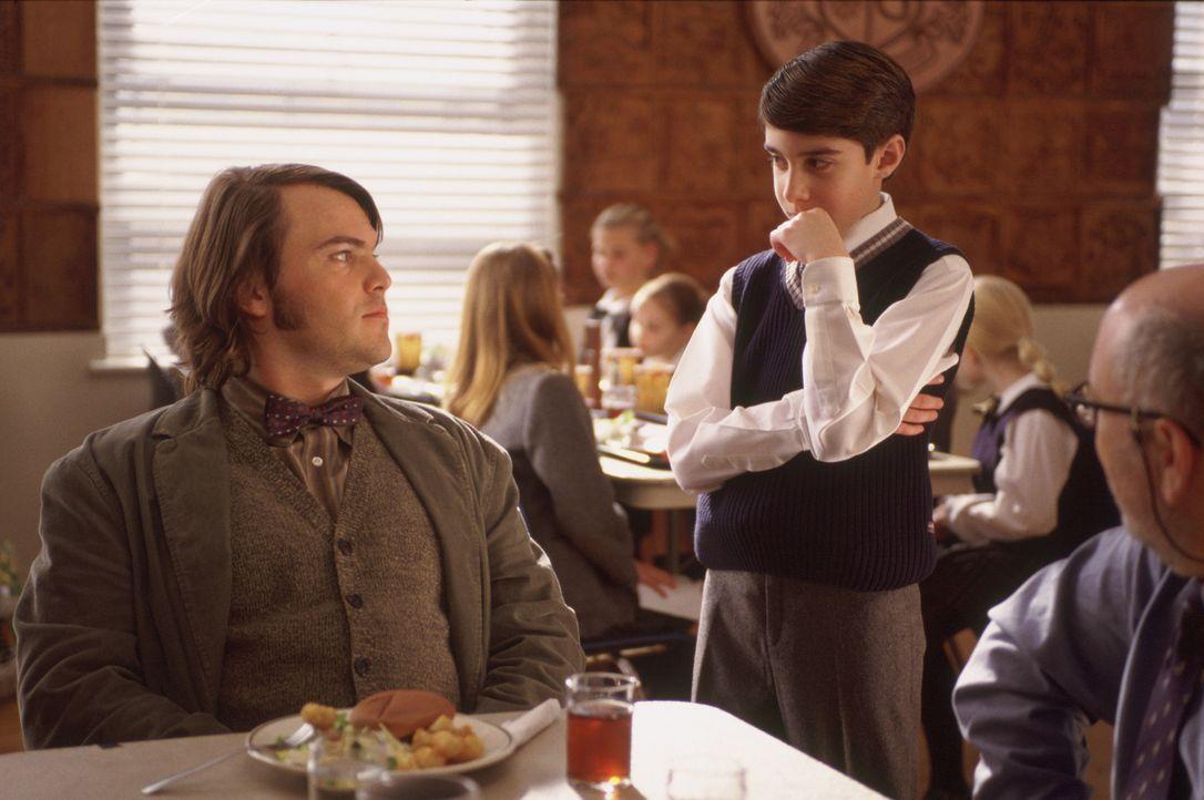 Dummerweise entpuppen sich die Kinder als extrem wissbegierig, so dass Deweys (Jack Black, l.) Plan, die Kinder lediglich ruhig zu halten, nicht auf... - Bildquelle: Paramount Pictures