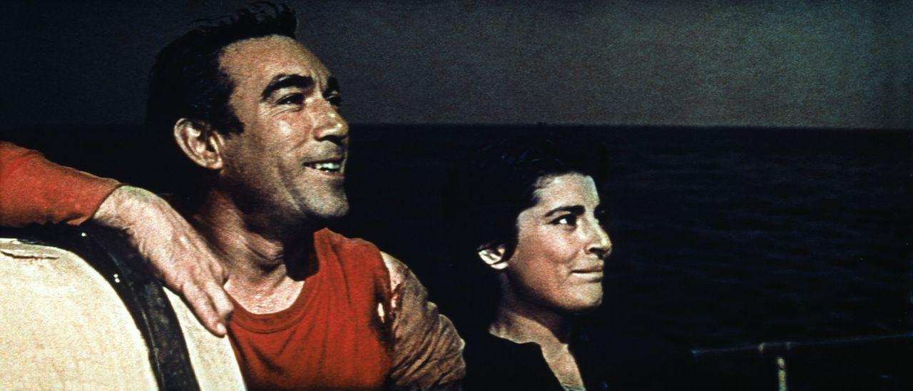 Die Widerstandskämpfer Andrea (Anthony Quinn, l.) und Maria (Irene Papas, r.) sind unterwegs zur Geschützinsel ...