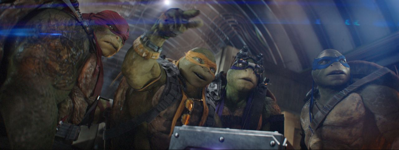 Noch immer fristen (v.l.n.r.) Raphael, Michelangelo, Donatello und Leonardo ihr Dasein in der New Yorker Kanalisation und kommen nachts an die Oberf... - Bildquelle: 2018 Paramount Pictures. All Rights Reserved. TEENAGE MUTANT NINJA TURTLES is a trademark of Viacom International Inc.