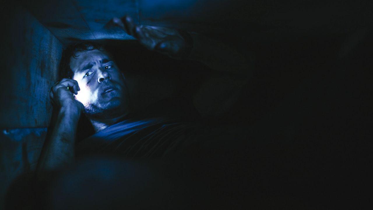 Unter der Erde in einem Sarg lebendig begraben: Alles was Paul Conroy (Ryan Reynolds) noch hat, ist ein Handy, ein Feuerzeug und 90 Minuten Atemluft... - Bildquelle: ASCOT ELITE Home Entertainment GmbH _Buried