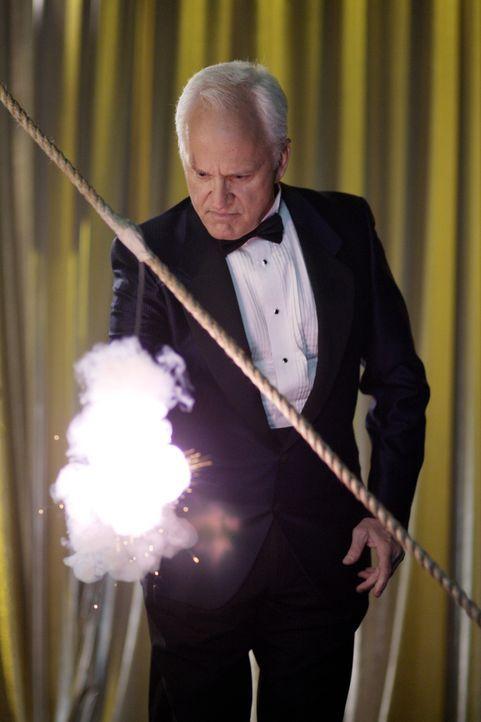Echte Magie? Charlie (John Rubenstein) ... - Bildquelle: Warner Bros. Television