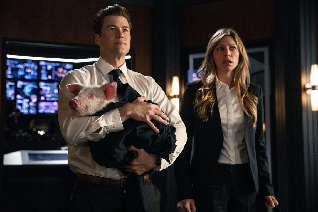 Nate (Nick Zano, l.); Ava (Jes Macallan, r.) - Bildquelle: Jack Rowand 2018 The CW Network, LLC. All rights reserved. / Jack Rowand