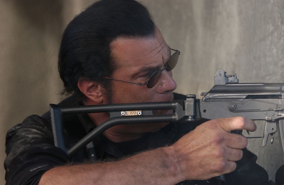 Söldner John Seeger (Steven Seagal) ist einer der besten in seinem blutigen Gewerbe. Eines Tages jedoch wird er gewaltig übers Ohr gehauen ... - Bildquelle: Nu Image