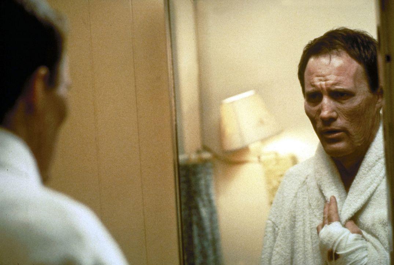 Bis ihm ein Autounfall widerfährt, genießt Billy Hallek (Robert John Burke) sein Leben in vollen Zügen. Doch dann bestimmt ein Fluch sein Dasein ...... - Bildquelle: Paramount Pictures