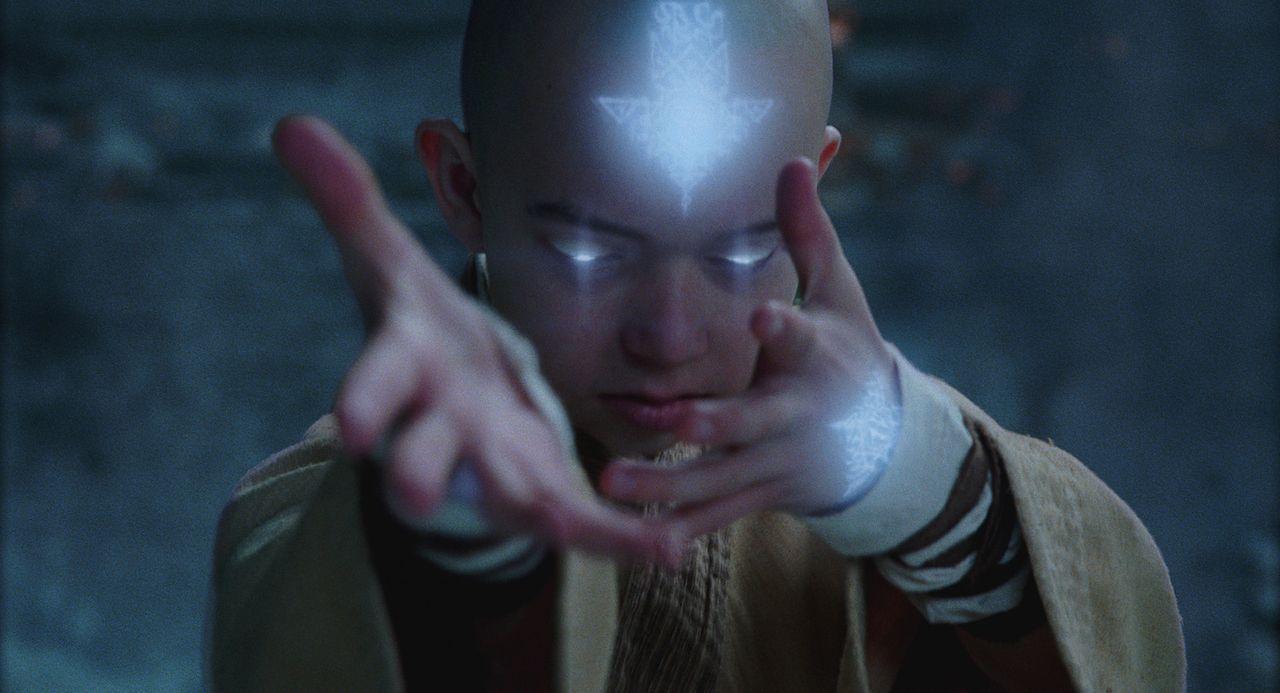 Befreit aus seinem Gefängnis im ewigen Eis erkennt der junge Luftnomade Aang (Noah Ringer), dass er der nächste Avatar ist und dass nur er die Macht... - Bildquelle: 2010 PARAMOUNT PICTURES.  All Rights Reserved.