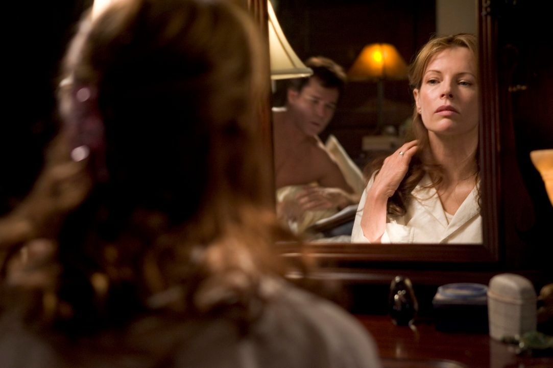 Ihrem Mann erzählt die Autorin Carol Carver (Kim Basinger), dass sie in dem nahe liegendem Café an ihrem neuen Roman schreibt, doch ihr täglicher Ga...