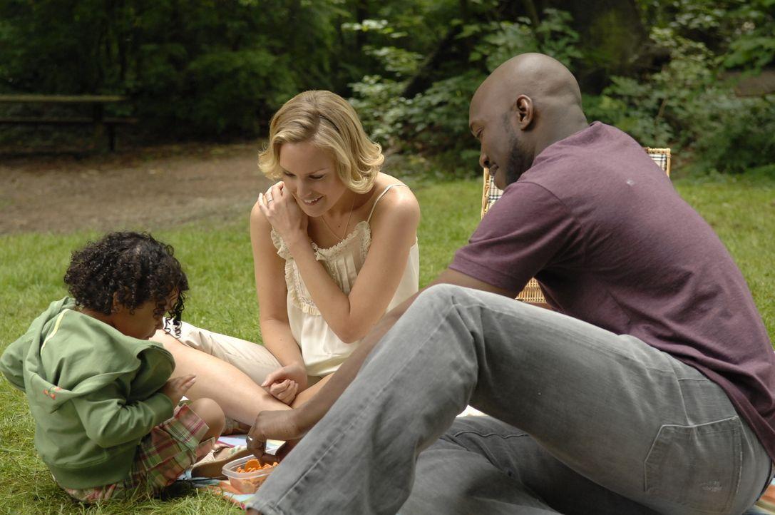 Können Isabelle (Jordan Lasora-Simon, l.), Lily (Laura Allen, M.) und Richard (Mahershalhashbaz Ali, r.) tatsächlich diese glückliche Familie sein,... - Bildquelle: Alan Zenuk Viacom Productions Inc.