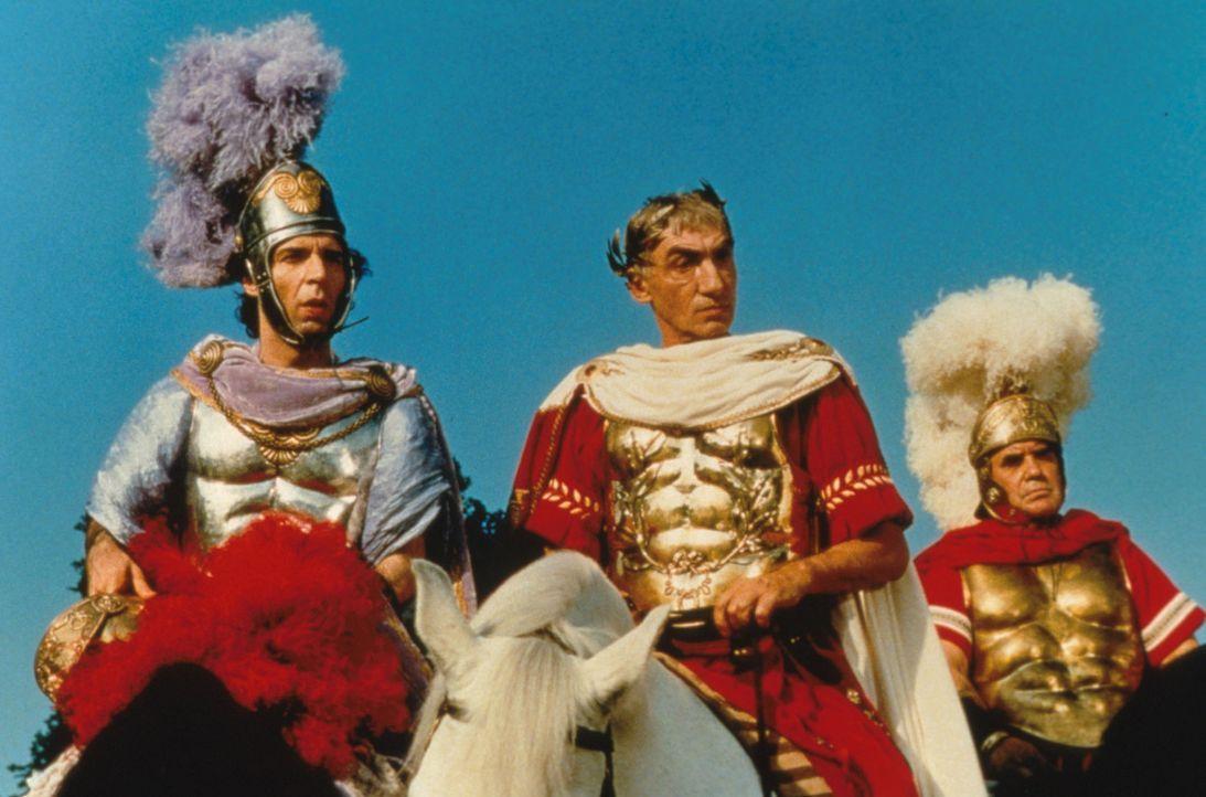 Sie kamen, sahen und rümpften die Nase: Tullius Destructivus (Roberto Benigni, l.) und sein Chef Julius Caesar (Gottfried John, M.) müssen wieder ei... - Bildquelle: Constantin Film