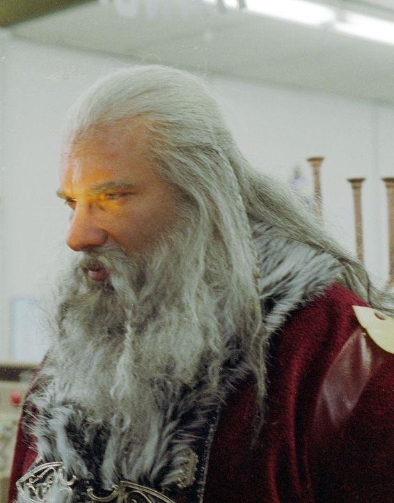 Der Weihnachtsmann (Bill Goldberg) ist froh, dass endlich die Zeit der guten Taten vorrüber ist. Nun zeigt er sein wahres Gesicht ... - Bildquelle: E.M.S. New Media AG