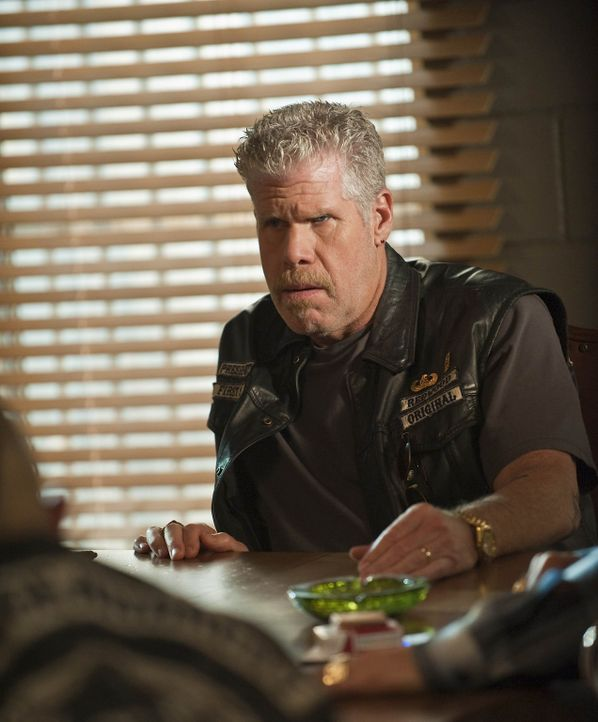 Die Arier provozieren die Sons of Anarchy weiter und Clay (Ron Perlman) möchte eine schnelle und brutale Racheaktion starten. Kann er die Clubmitgl... - Bildquelle: 2009 Twentieth Century Fox Film Corporation and Bluebush Productions, LLC. All rights reserved.