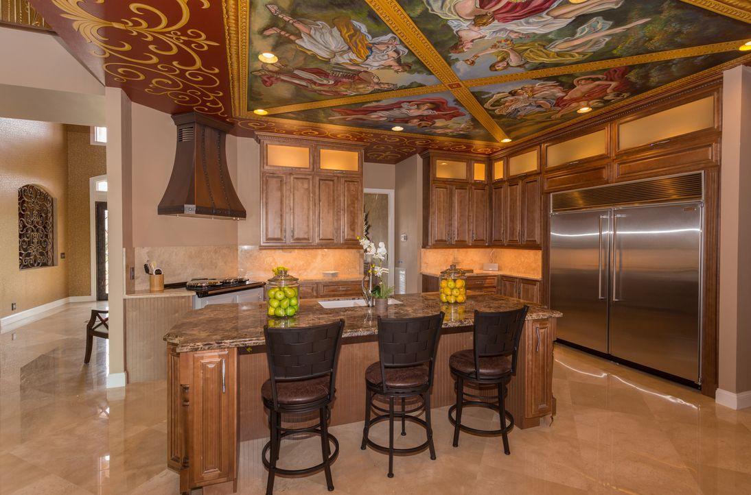 Rob van Winkle und sein Team haben die Anfertigung einer toskanischen Küche wohl gehörig unterschätzt ... - Bildquelle: 2014, DIY Network/Scripps Networks, LLC. All Rights Reserved.
