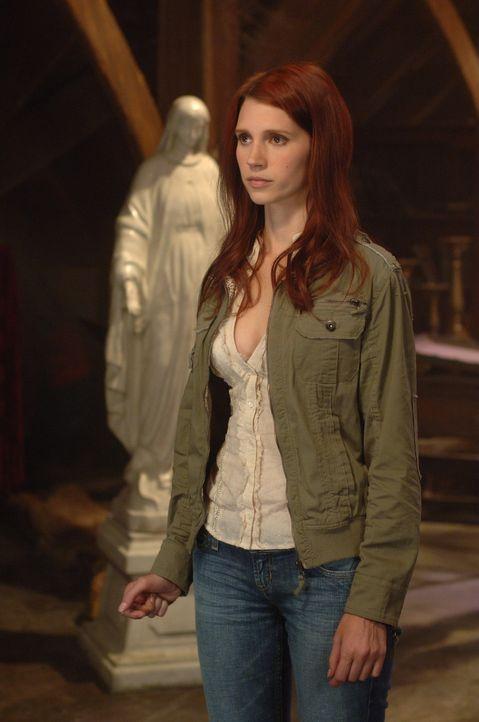 Hat das Interesse der dämonischen Welt auf sich gezogen: Anna (Julie McNiven) ... - Bildquelle: Warner Brothers