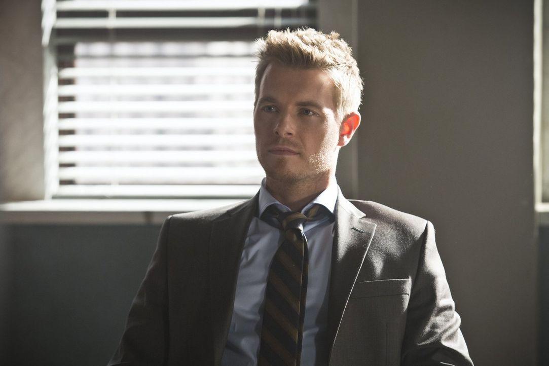 Ein Meta-Wesen sorgt dafür, dass Eddie (Rick Cosnett) ins Visier der internen Ermittlungen gerät ... - Bildquelle: Warner Brothers.