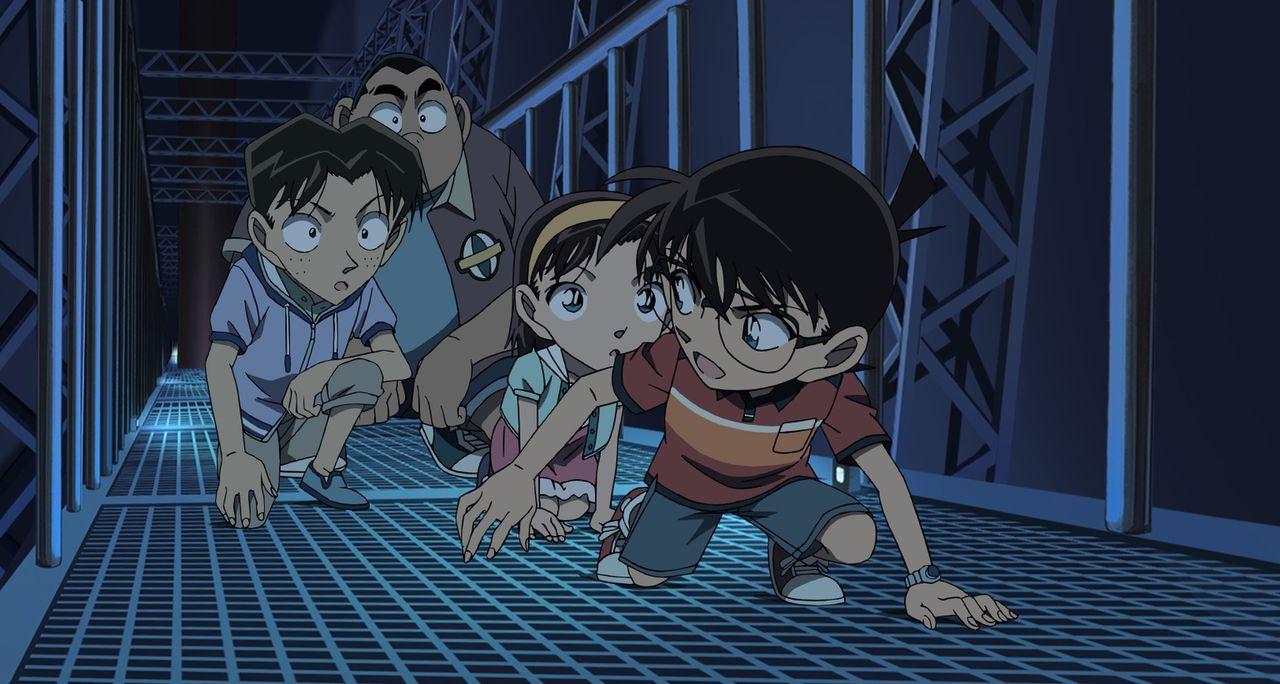 Conan (r.) und seine Freunde dürfen an einer Fahrt mit dem Zeppelin von Sokonos Onkel teilnehmen. Doch schon bald soll aus der beschaulichen Luftrei... - Bildquelle: GOSHO AOYAMA / DETECTIVE CONAN COMMITTEE
