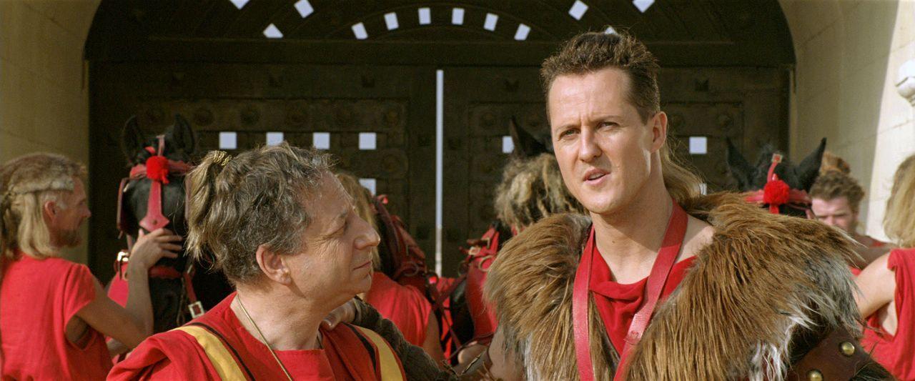Der Gallier Romantix muss sich bei den Olympischen Spielen gegen den Rennfahrer Schumix (Michael Schumacher, r.) behaupten, um die Hand seiner Gelie... - Bildquelle: Constantin Film