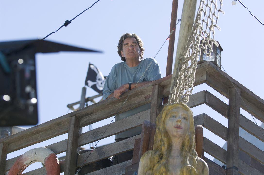 Als dem finanziell schwer angeschlagenen Freizeitparkbetreiber Gus (Beau Bridges) klar wird, dass sein Konkurrent bereit ist, für das Orca-Baby gut... - Bildquelle: 2009 Warner Brothers