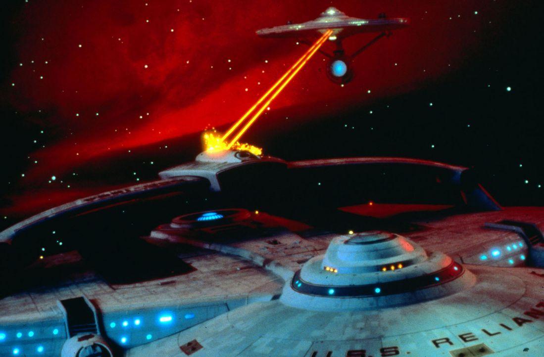 In den unendlichen Weiten des Weltraums liefern sich die Raumschiffe von Captain Kirk und seinem Erzfeind Khan einen erbitterten Kampf. - Bildquelle: Paramount Pictures