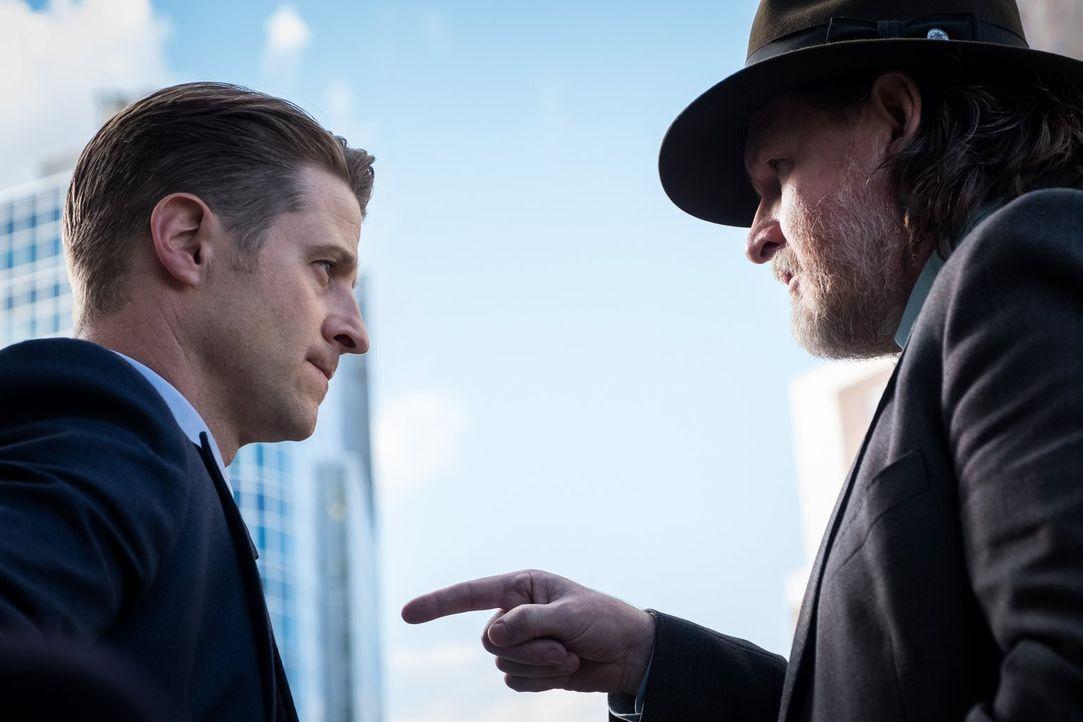 Gordon (Ben McKenzie, l.) und Bullock (Donal Logue, r.) suchen weiterhin nach Hinweisen auf den Schweinekopf-Killer ... - Bildquelle: 2017 Warner Bros.