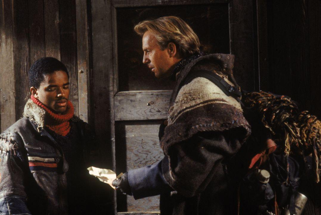 Gegen seinen Willen muss ein Mann (Kevin Costner, r.) den Holnisten beitreten, die vom fürchterlichen Bethlehem angeführt werden. Auf seiner Flucht... - Bildquelle: Warner Bros. Pictures