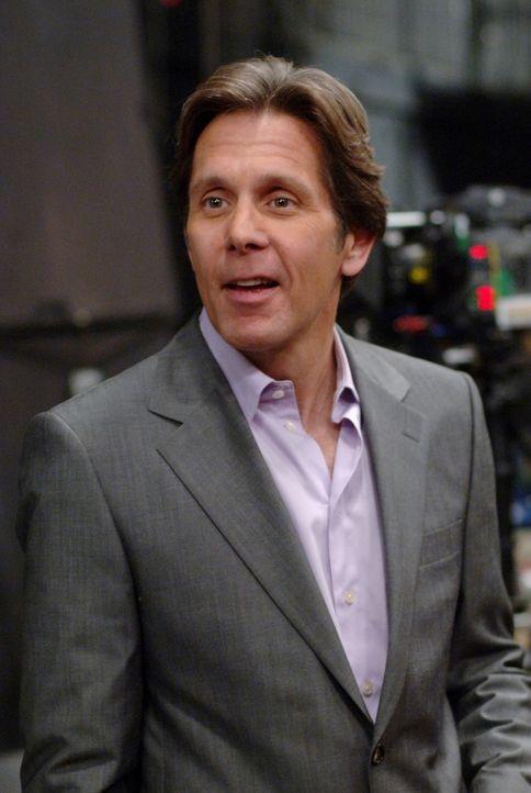 Hat Brad (Gary Cole) etwas mit dem toten Schauspieler am Set zu tun? - Bildquelle: Warner Bros. Television