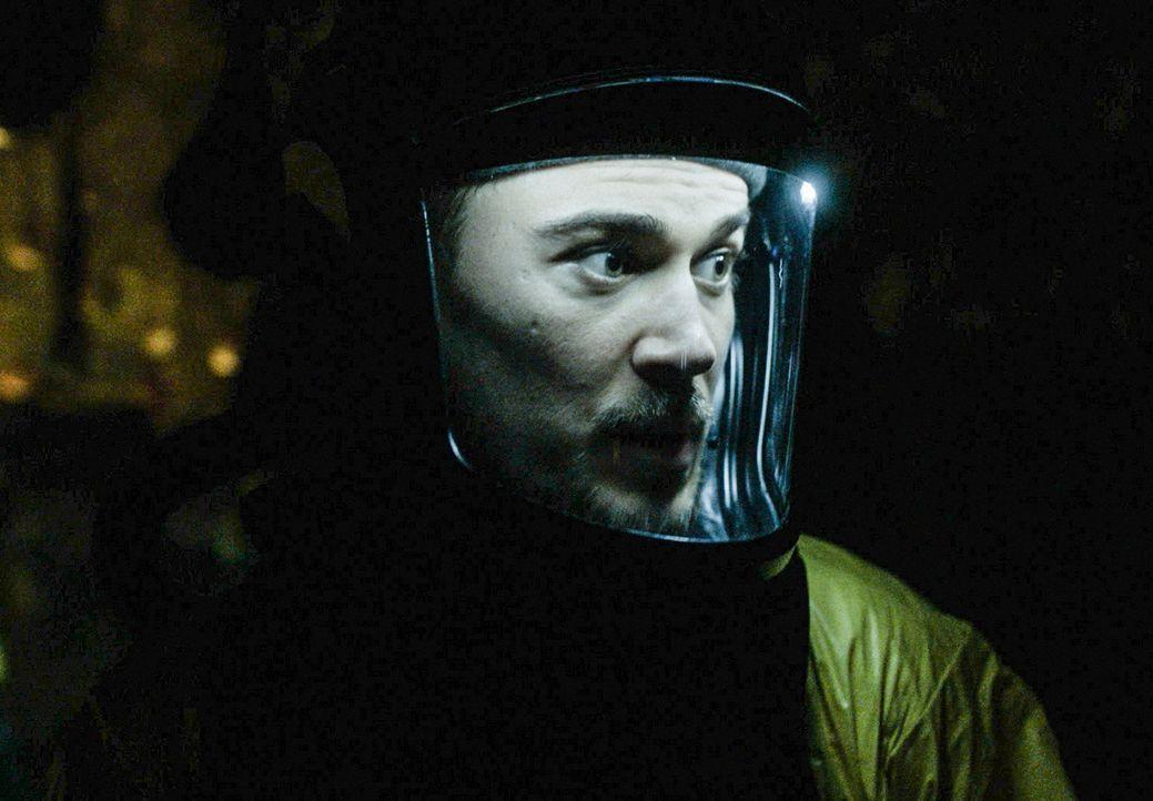 Logan (Josh Salatin) und seine Kollegen versuchen, das Hybridennest zu zerstören, bevor es zu spät ist, doch die Zeit läuft gegen sie ... - Bildquelle: 2017 CBS Broadcasting, Inc. All Rights Reserved