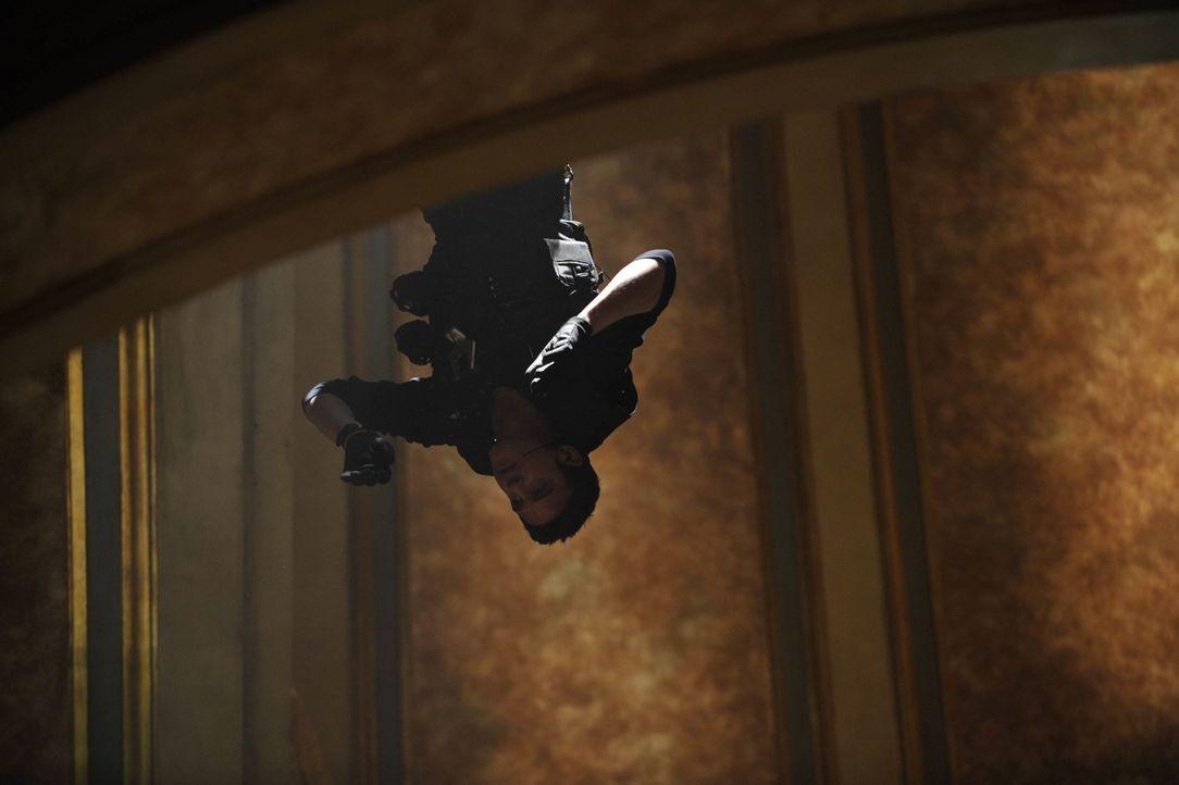 Steht Kopf: Pete (Eddie McClintock) ... - Bildquelle: Philippe Bosse SCI FI Channel