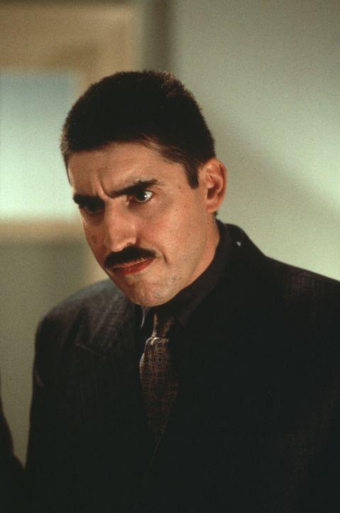 Profikiller Boris (Alfred Molina) fragt sich verzweifelt, wer ist dieser unbedarfte Neuling, der mir ständig ins Handwerk pfuscht? - Bildquelle: Warner Bros.