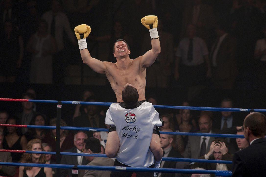Erst als Micky Ward (Mark Wahlberg) klar wird, dass man nur gemeinsam unschlagbar ist, geht sein größter Traum in Erfüllung ... - Bildquelle: 2010 Fighter, LLC All Rights Reserved