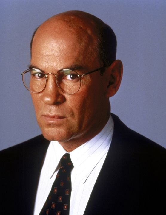 (7. Staffel) - FBI-Assistent-Director Walter Skinner (Mitch Pileggi) hat es oft nicht leicht als Chef von Mulder und Scully. - Bildquelle: TM +   2000 Twentieth Century Fox Film Corporation. All Rights Reserved.