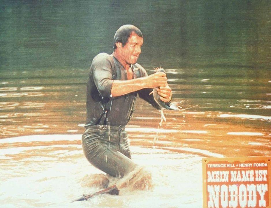 Nobody (Terence Hill) verzichtet auf die Angel und fängt seine Fische mit bloßen Händen ...
