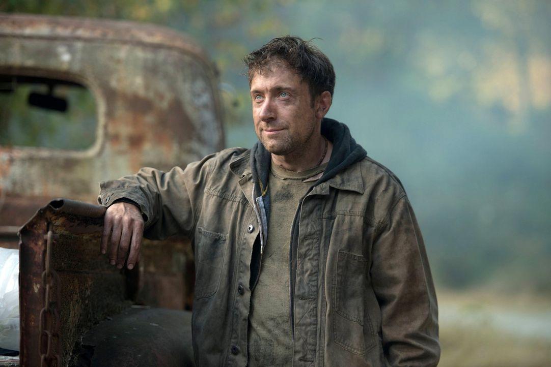 Kann der Obdachlose Vagrant (Stefano Giulianetti) den Winchester Brüdern helfen, Castiel zu finden? - Bildquelle: 2013 Warner Brothers