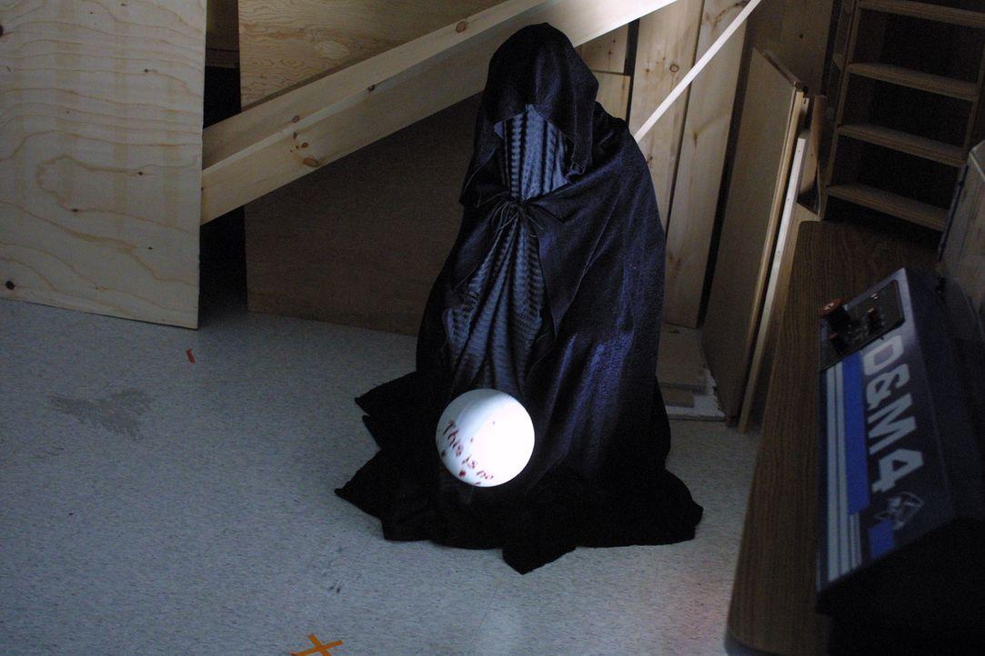 Der geheimnisvolle Stalker hat seine Opfer präpariert, um die spielenden Jugendlichen zu erschrecken - doch wer ist bereits seinem blutrünstigen Wes... - Bildquelle: Regent Entertainment