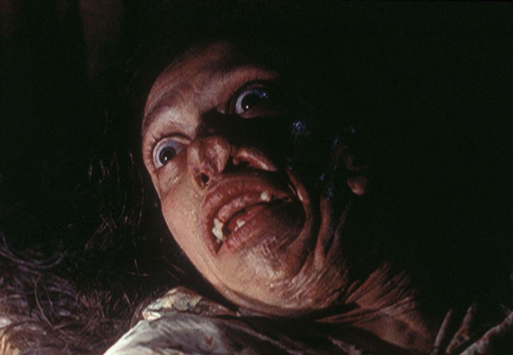 Die entsetzlich verstümmelte Mrs. Peacock (Karin Konoval) ist die Mutter eines missgebildeten Babys, das höchstwahrscheinlich von einem ihrer eigene... - Bildquelle: TM +   2000 Twentieth Century Fox Film Corporation. All Rights Reserved.