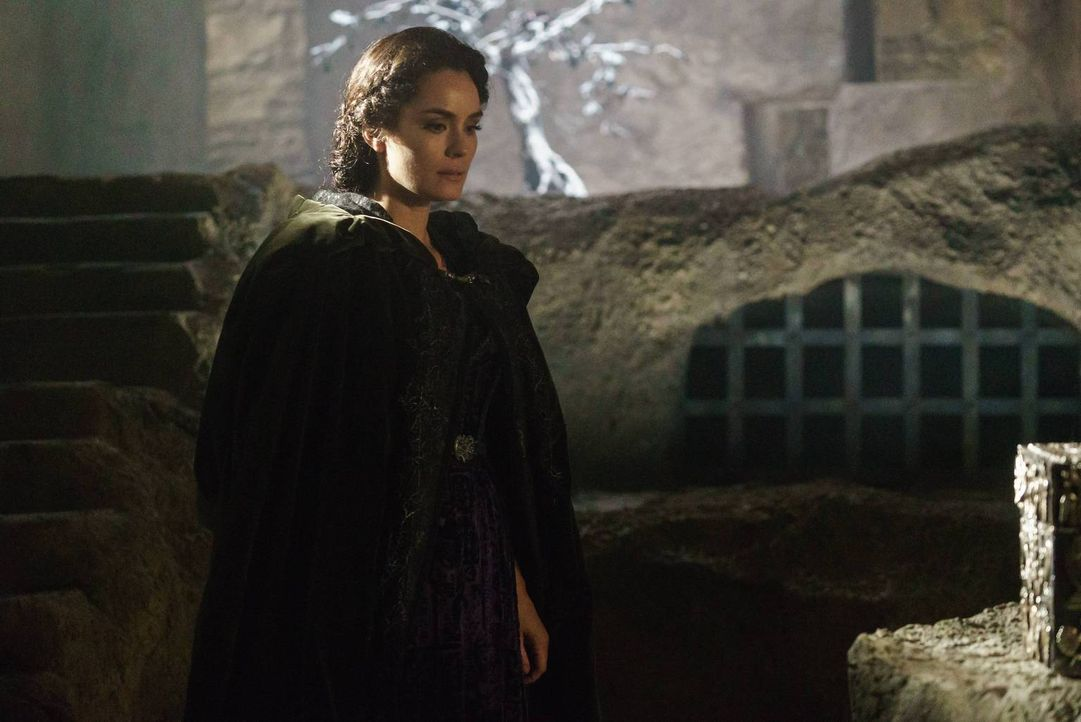 Pandora (Shannyn Sossamon) bringt Tot und Angst nach Sleepy Hollow und sorgt schließlich dafür, dass die beiden Zeugen wieder zueinander finden ... - Bildquelle: 2015-2016 Fox and its related entities.  All rights reserved.
