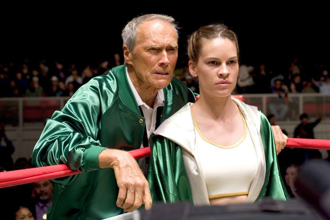 The Hit Pit ist eine kleine Boxerschule, die auch schon bessere Zeiten erlebt hat. Der Besitzer Frankie Dunn (Clint Eastwood, l.) hatte schon viele... - Bildquelle: Epsilon Motion Pictures