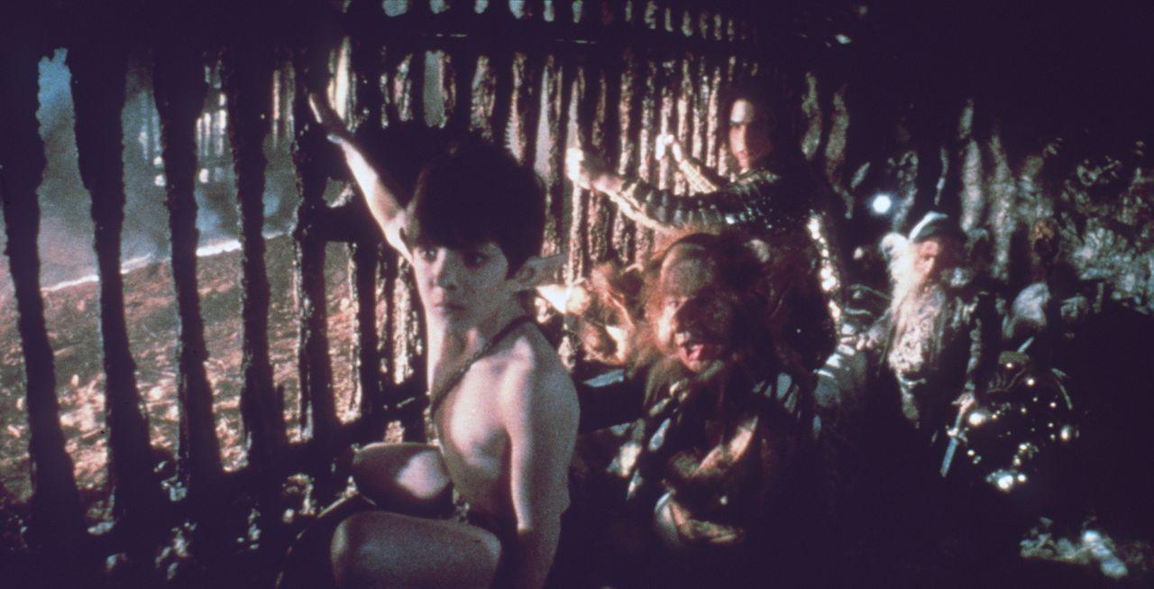 Plötzlich geraten Jack (Tom Cruise, 3.v.l.), Gump (David Bennent, l.) und ihre Helfer in eine hinterlistige Falle des Herrn der Finsternis ... - Bildquelle: Universal Pictures