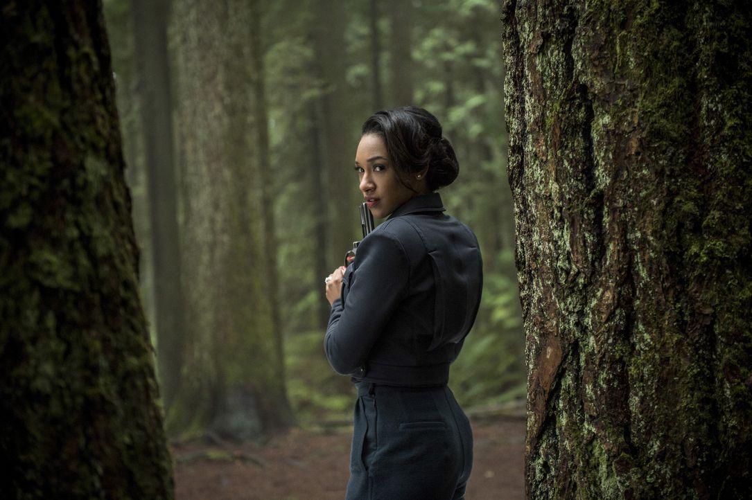 Während die Iris (Candice Patton) von Erde 2 sich an einer gefährlichen Rettungsmission beteiligt, erkennt Iris auf Erde 1, dass das Vertrauen der B... - Bildquelle: Warner Bros. Entertainment, Inc.