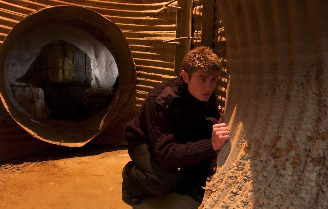 Weiß eigentlich nicht so recht, wie ihm auf der neuen Schule geschieht: Lee (Sebastian Gacki). - Bildquelle: Regent Entertainment