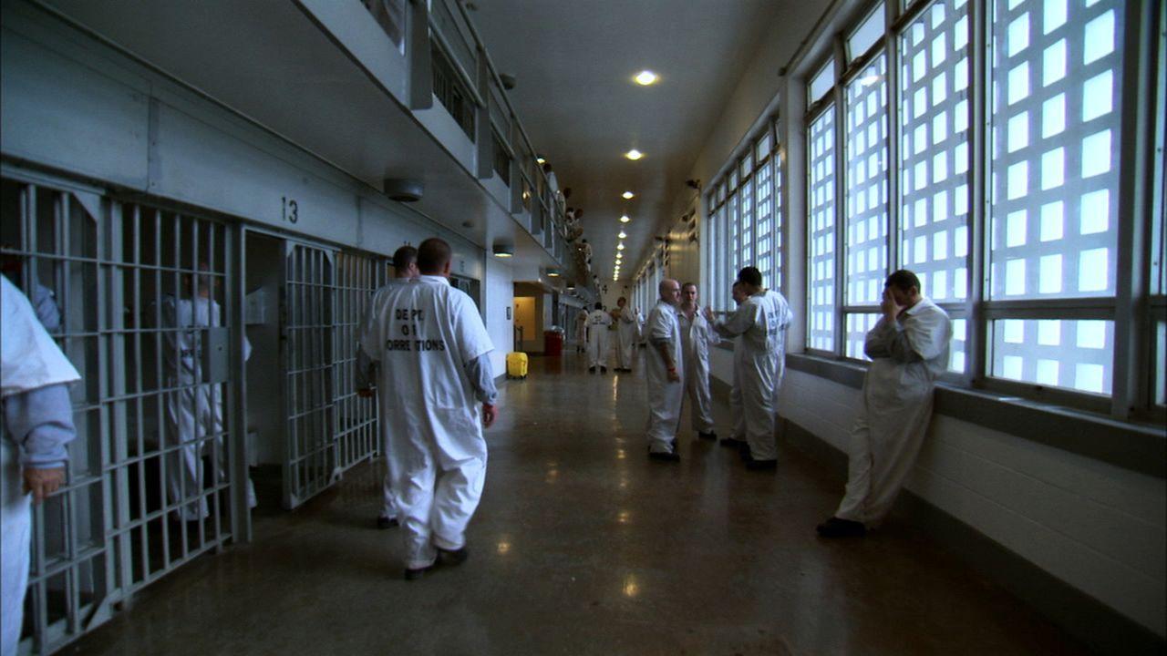 Wenn die Insassen beweisen, dass sie sich benehmen können, dürfen sie Zeit mit ihren Mitgefangenen verbringen ... - Bildquelle: part2pictures