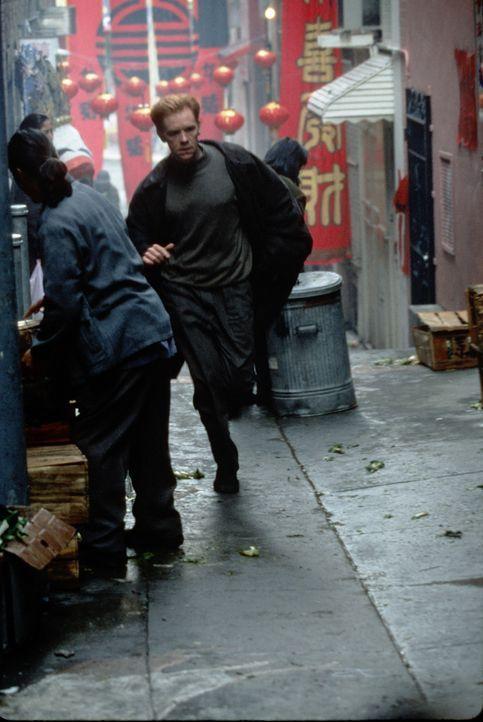 Als David (David Caruso) noch einmal mit seiner wichtigsten Zeugin unterhalten möchte, wird diese vor seinen Augen überfahren. Wütend nimmt er die V... - Bildquelle: Paramount Pictures