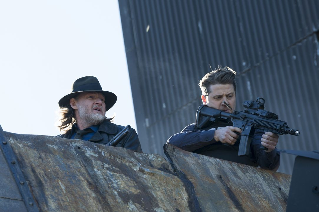 Harvey Bullock (Donal Logue, l.); James Gordon (Ben McKenzie, r.) - Bildquelle: Barbara Nitke 2019 Fox Media LLC / Barbara Nitke