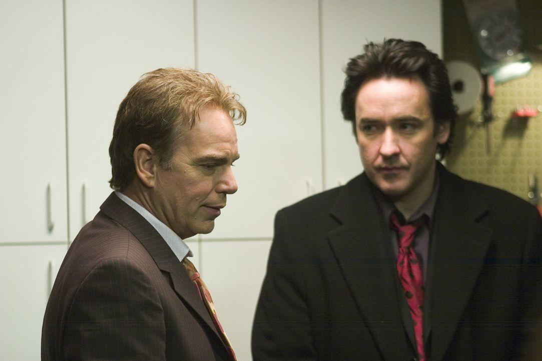 Man gönnt sich ja sonst nichts, und so soll die diesjährige Bescherung für den Mafiaanwalt Charlie (John Cusack, r.) und seinem abgebrühten Kump... - Bildquelle: 2005 Focus Features LLC. All Rights Reserved.