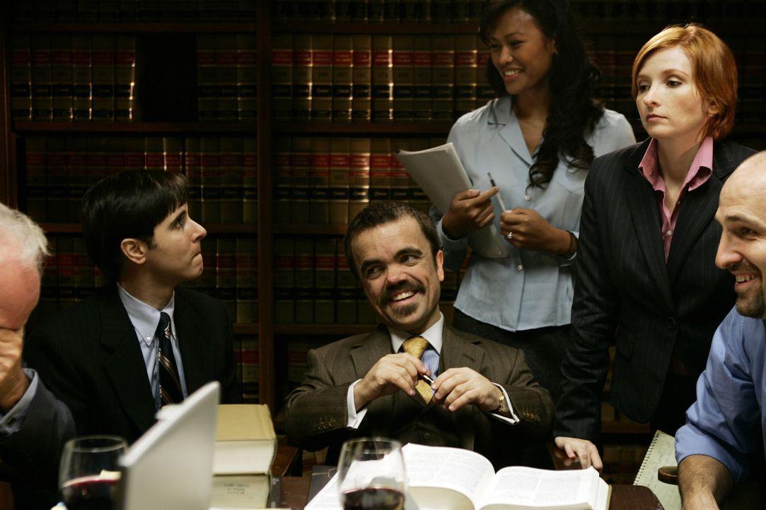 Nach einem Prozessmarathon von über 600 Verhandlungstagen, 20 Angeklagten, ebenso vielen Verteidigern und insgesamt 76 Anklagepunkten fällt die Ju... - Bildquelle: 2006 Yari Film Group Releasing, LLC