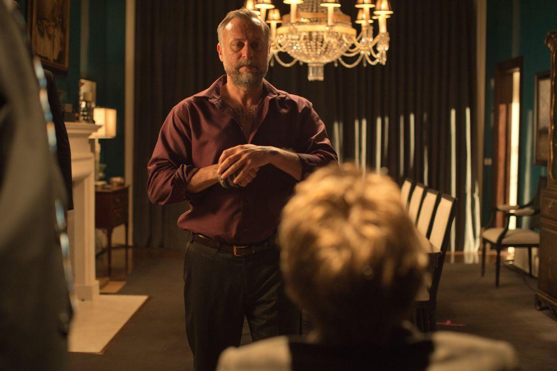 Obwohl Gangsterboss Viggo Tarasof (Michael Nyqvist) einen Haufen Auftragskiller rekrutiert, gelingt es ihm nicht, die rächende Killermaschine John W... - Bildquelle: 2014 SUMMIT ENTERTAINMENT, LLC. ALL RIGHTS RESERVED.