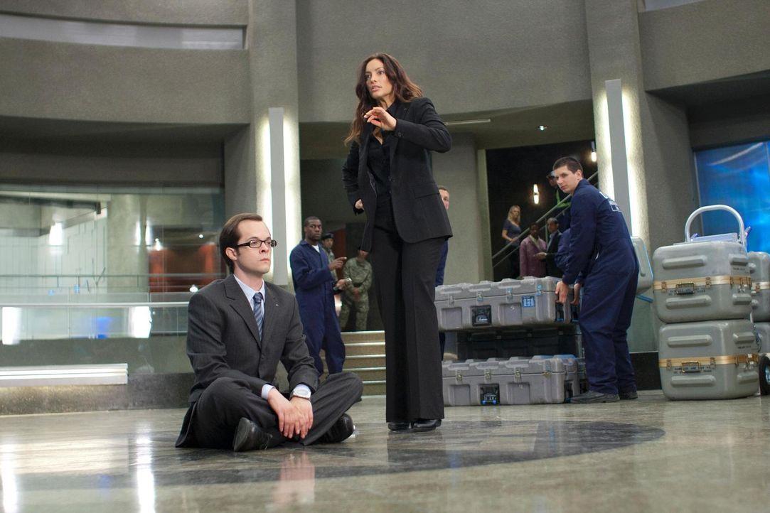 Mit einem Sitzstreik will Fargo (Neil Grayston, l.) die Räumung von Eureka verhindern. Jo (Erica Cerra, M.) befürchtet, dass er damit wenig Erfolg h... - Bildquelle: Universal Television