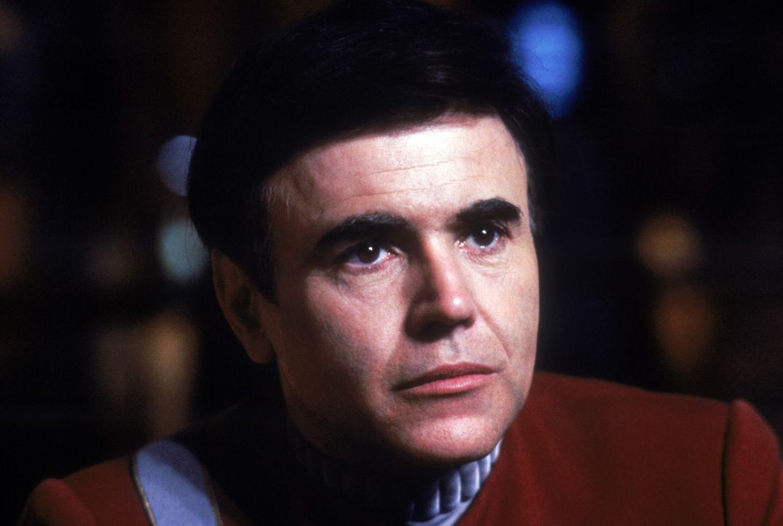 Erkennt, dass sich die Crew in großer Gefahr befindet: Chekov (Walter Koenig) - Bildquelle: 2003 By Paramount Pictures All Rights Reserved