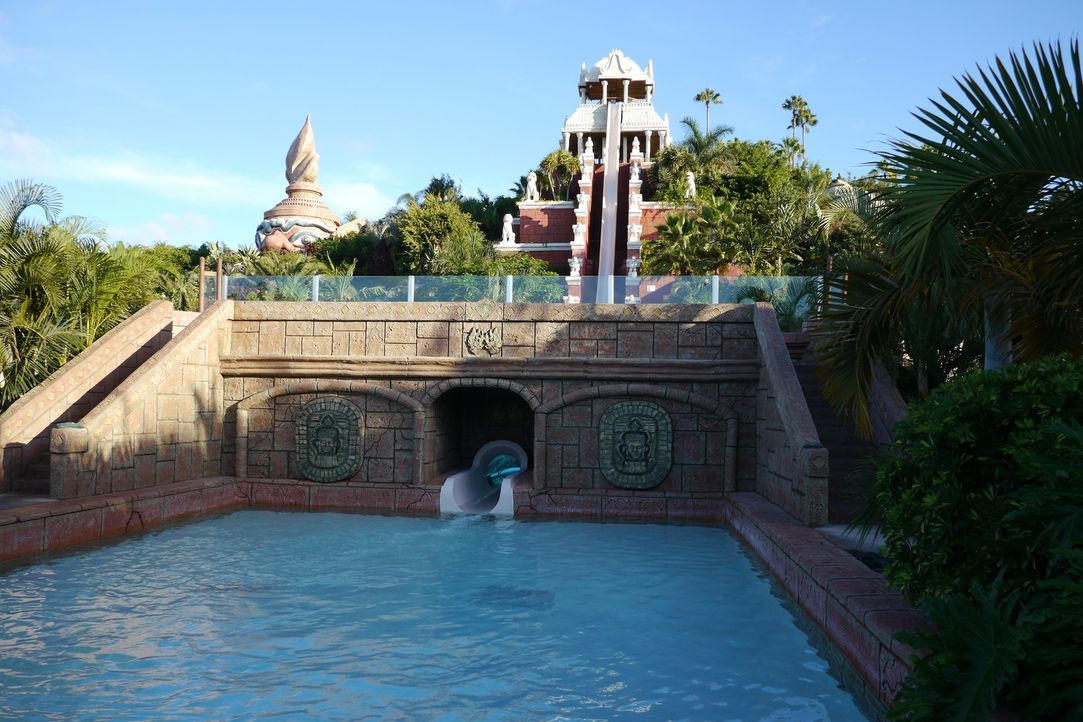 "Nicht für schwache Nerven: Von der Wasserrutsche ""The Tower of Power"" im Siam Park rutscht man 28 Meter beinahe vertikal ... - Bildquelle: 2016,The Travel Channel, L.L.C. All Rights Reserved."