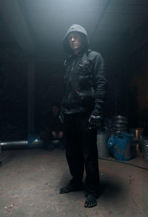Schuld an Mike und Daniels Leben auf der Flucht ist Mikes dunkle Vergangenheit und die Tatsache, dass Daniel (William Moseley) seine Parkour-Fähigke... - Bildquelle: RUN THE MOVIE LLC 2011