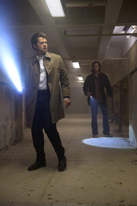 Das letzte Mal, als Castiel (Misha Collins, l.) über so viel Macht verfügte, ging das nicht gut aus. Dieses Mal wollen Sam (Jared Padalecki, r.) und... - Bildquelle: 2013 Warner Brothers