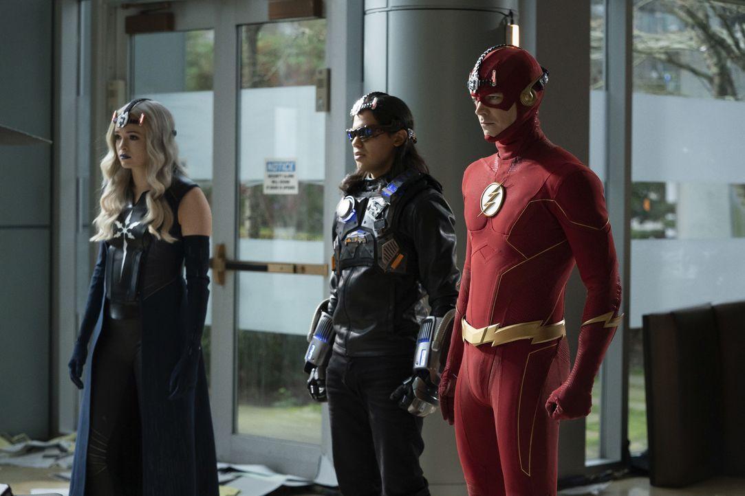 Mecha-Vibe (Carlos Valdes, Mitte); The Flash (Grant Gustin, r.) - Bildquelle: Warner Bros. Entertainment Inc. All Rights Reserved.